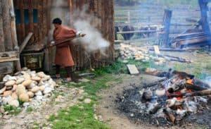 不丹热石头浴