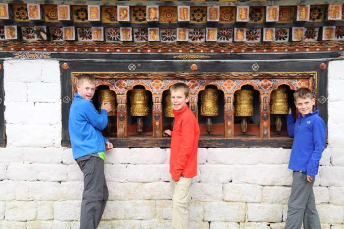 外国小孩游不丹